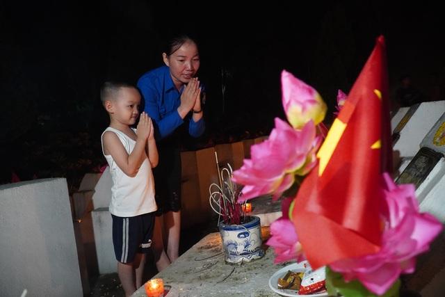 Nghĩa trang Liệt sĩ quốc gia Vị Xuyên rực sáng trong đêm thiêng liêng - 6