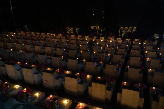Nghĩa trang Liệt sĩ quốc gia Vị Xuyên rực sáng trong đêm thiêng liêng - 1