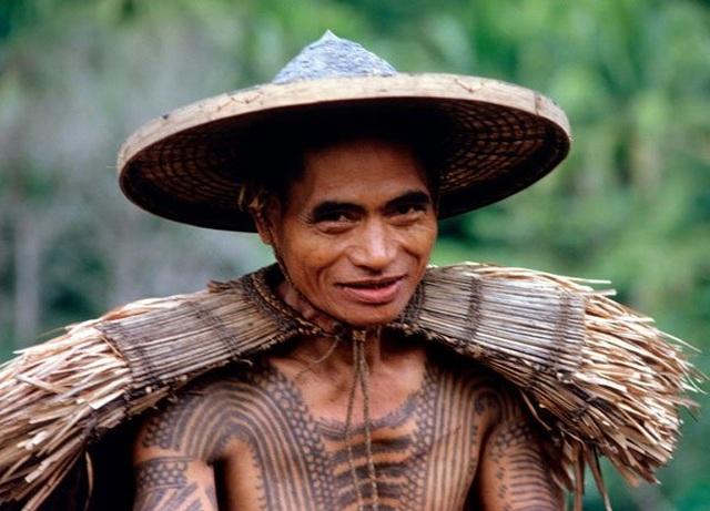 Gặp gỡ cụ bà nghệ nhân xăm hình Philippines 103 tuổi - 2