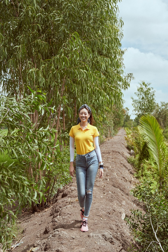 Hoa hậu Khánh Vân khoe mặt mộc xinh đẹp trải nghiệm cuộc sống miền Tây - 3