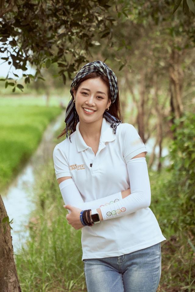Hoa hậu Khánh Vân khoe mặt mộc xinh đẹp trải nghiệm cuộc sống miền Tây - 1