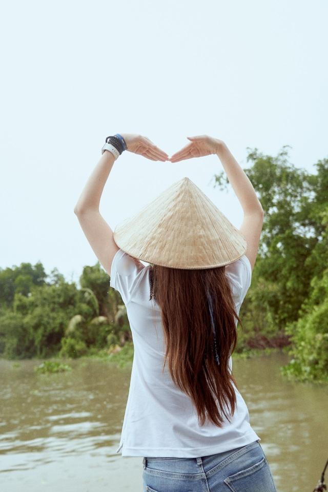 Hoa hậu Khánh Vân khoe mặt mộc xinh đẹp trải nghiệm cuộc sống miền Tây - 13