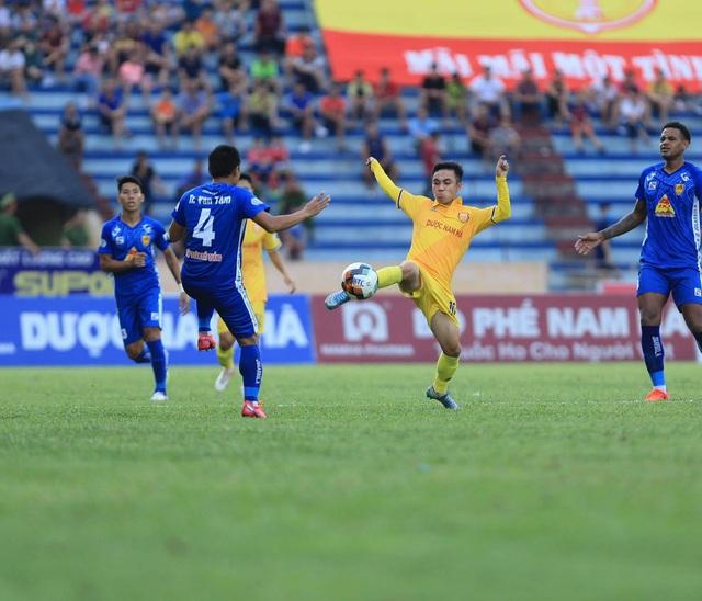 Thắng nghẹt thở CLB Quảng Nam, CLB Nam Định thoát vị trí cuối bảng - 2