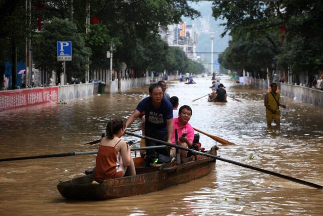 Nước trên hơn 200 sông vượt mức báo động, Trung Quốc nâng cảnh báo lũ - 1