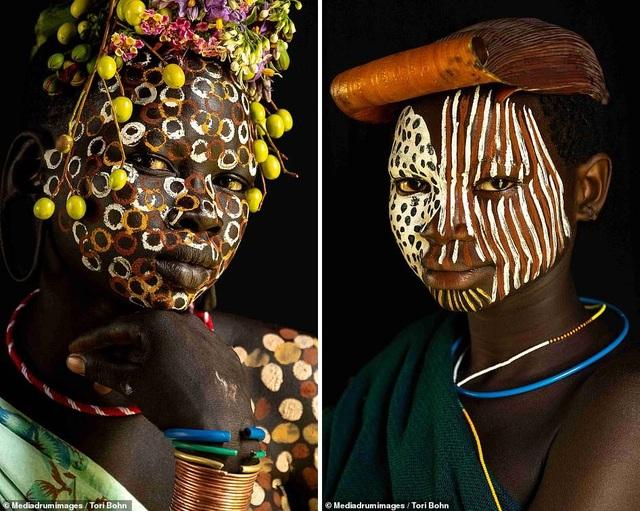 Vẻ đẹp độc đáo trong cách trang điểm, làm tóc của bộ lạc Châu Phi - 4
