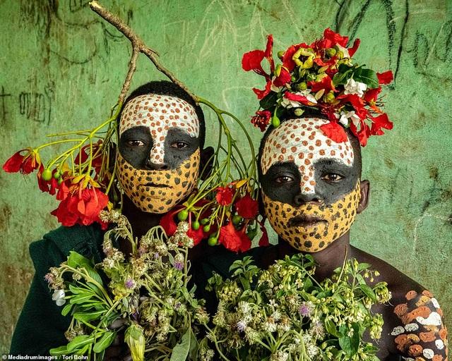 Vẻ đẹp độc đáo trong cách trang điểm, làm tóc của bộ lạc Châu Phi - 5