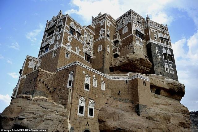 """Chiêm ngưỡng công trình lâu đài """"mọc"""" lên từ trụ đá - Ảnh minh hoạ 2"""