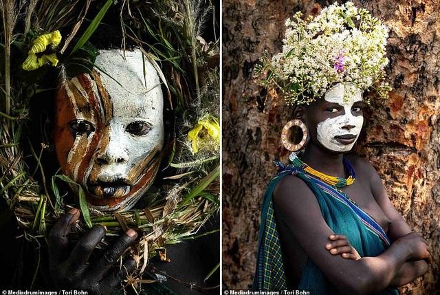 Vẻ đẹp độc đáo trong cách trang điểm, làm tóc của bộ lạc Châu Phi - 9