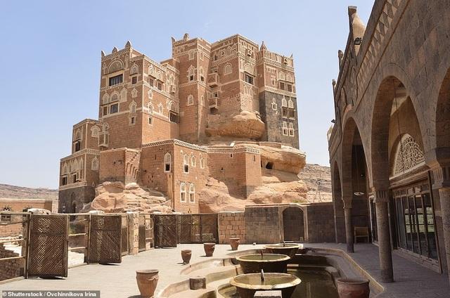 """Chiêm ngưỡng công trình lâu đài """"mọc"""" lên từ trụ đá - Ảnh minh hoạ 8"""