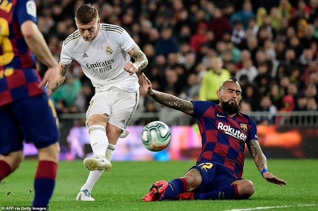 Real Madrid lên ngôi vô địch, Barcelona mong manh cơ hội bám đuổi? - 2