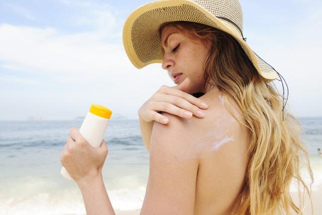 7 bí quyết giữ làn da khỏe đẹp mùa du lịch hè - 2