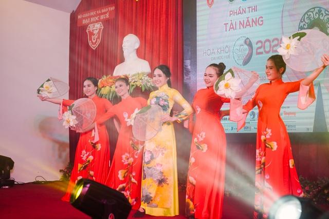 Nữ sinh xinh đẹp trổ tài ở vòng Bán kết Hoa khôi Đại học Huế 2020 - 6