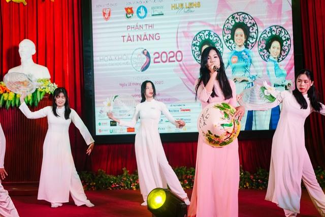 Nữ sinh xinh đẹp trổ tài ở vòng Bán kết Hoa khôi Đại học Huế 2020 - 10