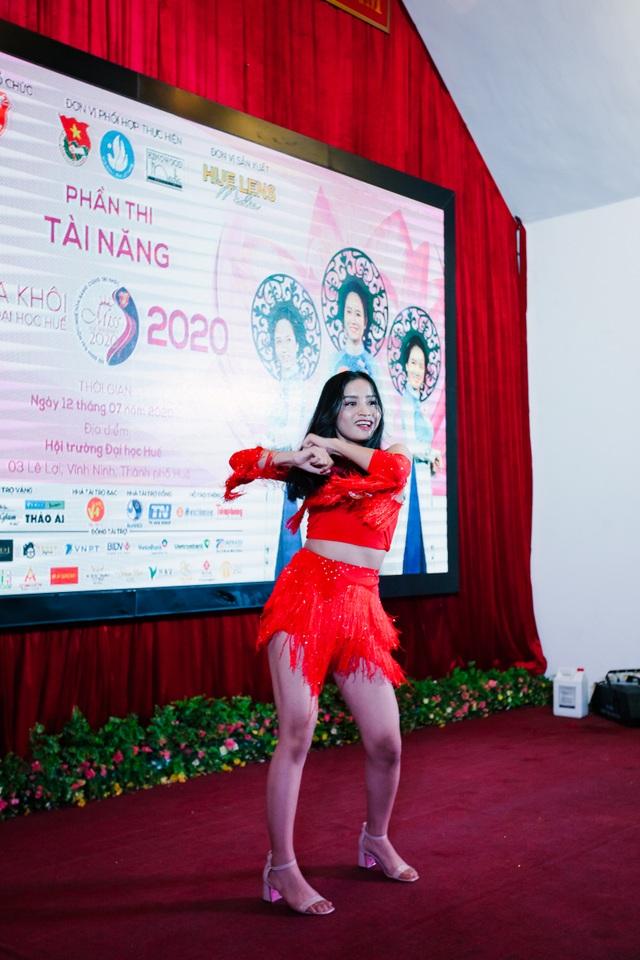 Nữ sinh xinh đẹp trổ tài ở vòng Bán kết Hoa khôi Đại học Huế 2020 - 16