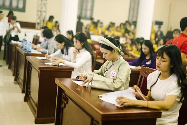 Nữ sinh xinh đẹp trổ tài ở vòng Bán kết Hoa khôi Đại học Huế 2020 - 5