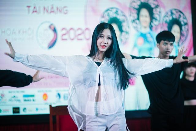 Nữ sinh xinh đẹp trổ tài ở vòng Bán kết Hoa khôi Đại học Huế 2020 - 15