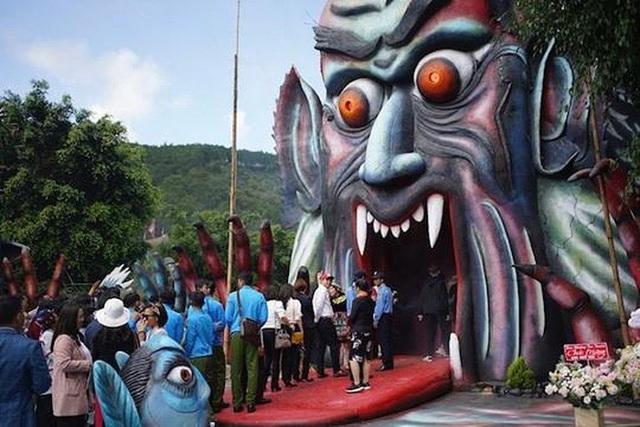 Khu du lịch ma quỷ gần Đà Lạt bị ném đá, Lan Phương bày tỏ cần dán mác 18+ - 1