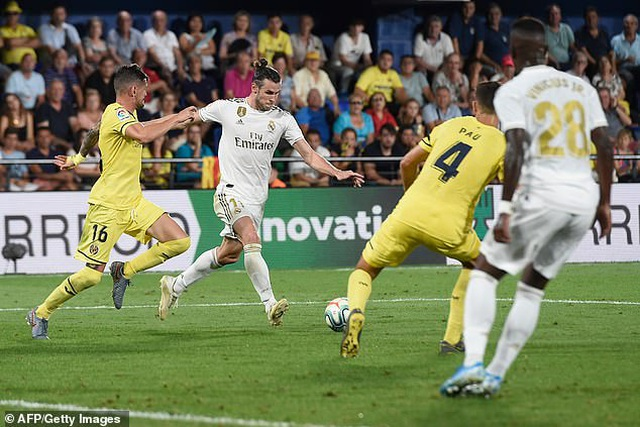 Real Madrid lên ngôi vô địch, Barcelona mong manh cơ hội bám đuổi? - 4
