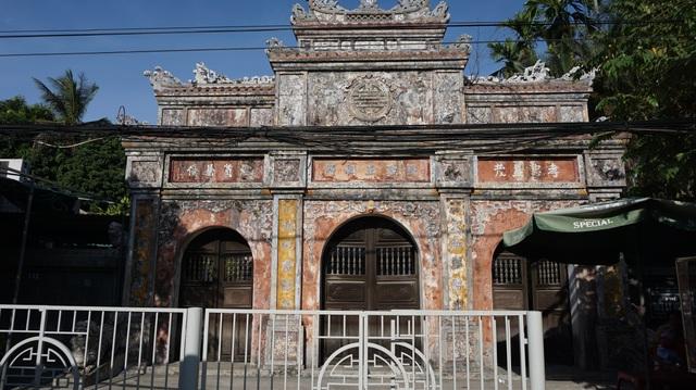 Cận cảnh vương phủ rộng 2000m2, chứa nhiều đồ cổ độc đáo ở Huế - 1
