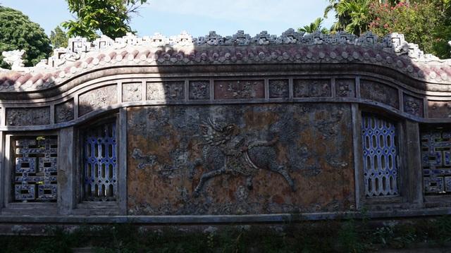 Cận cảnh vương phủ rộng 2000m2, chứa nhiều đồ cổ độc đáo ở Huế - 3
