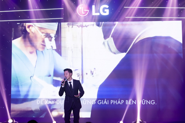 Danh tính người đấu giá thành công TV OLED 8K, cùng LG ủng hộ Operation Smile - 4