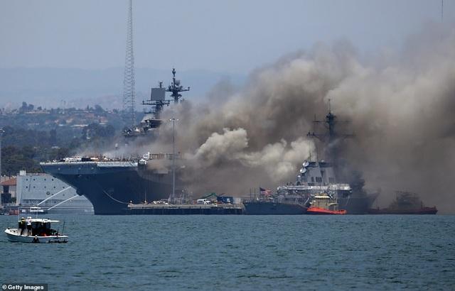 Tàu chiến Mỹ bốc cháy dữ dội, 18 thủy thủ bị thương - 6