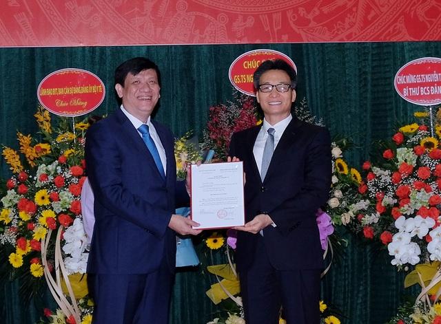 Trao quyết định bổ nhiệm quyền Bộ trưởng Y tế với ông Nguyễn Thanh Long - 1