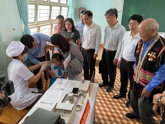 Trao quyết định bổ nhiệm quyền Bộ trưởng Y tế với ông Nguyễn Thanh Long - 2