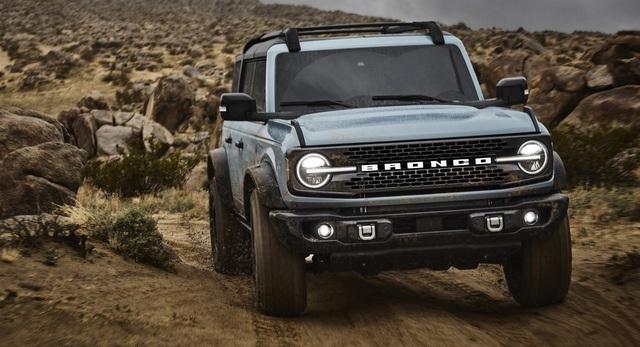 Ford Bronco ra mắt, cạnh tranh sát ván Jeep Wrangler - 5