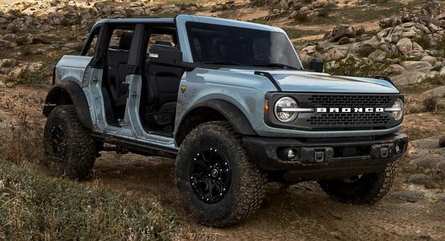 Ford Bronco ra mắt, cạnh tranh sát ván Jeep Wrangler - 6