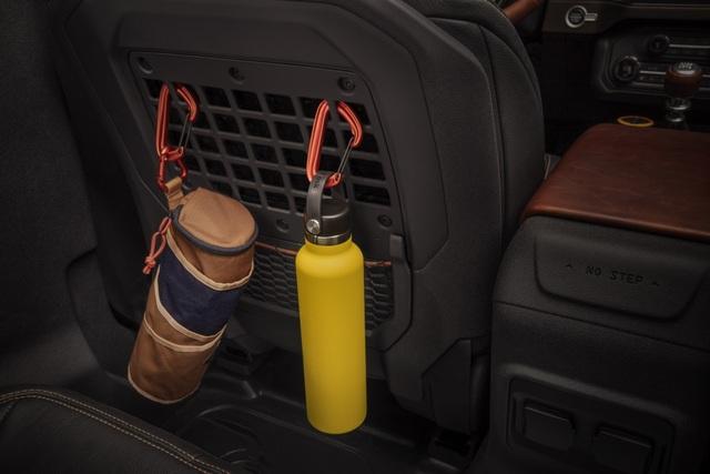 Ford Bronco ra mắt, cạnh tranh sát ván Jeep Wrangler - 27