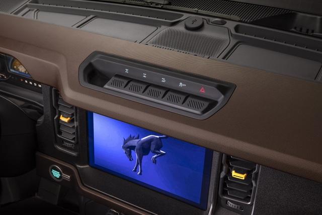 Ford Bronco ra mắt, cạnh tranh sát ván Jeep Wrangler - 31