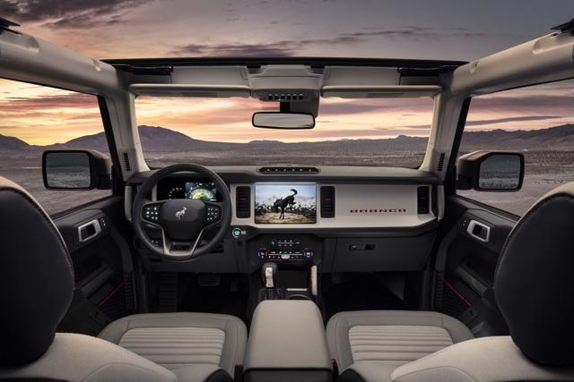 Ford Bronco ra mắt, cạnh tranh sát ván Jeep Wrangler - 3