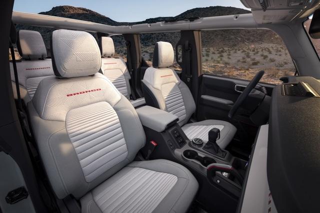 Ford Bronco ra mắt, cạnh tranh sát ván Jeep Wrangler - 17