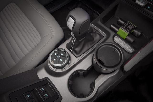 Ford Bronco ra mắt, cạnh tranh sát ván Jeep Wrangler - 18