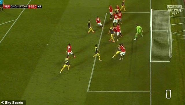 Đội trưởng Man Utd theo kèm đồng đội ở bàn thua định mệnh trước Southampton - 1