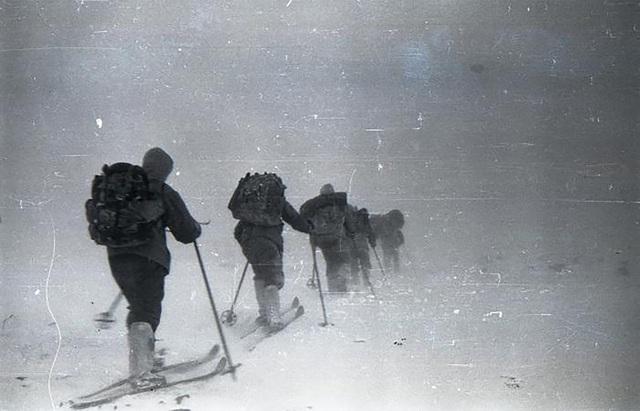 Thảm kịch bí ẩn về nhóm leo núi tử vong trong tình trạng bán khỏa thân - 4