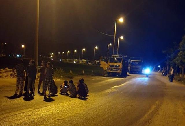 Hà Nội: Dân chặn đường vào bãi rác Nam Sơn do nước bốc mùi - 1