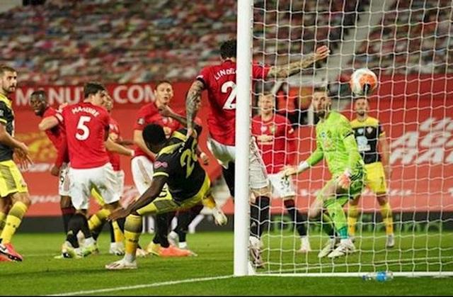 Đội trưởng Man Utd theo kèm đồng đội ở bàn thua định mệnh trước Southampton - 2