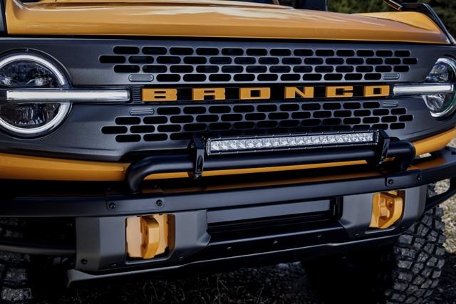 Ford Bronco ra mắt, cạnh tranh sát ván Jeep Wrangler - 32