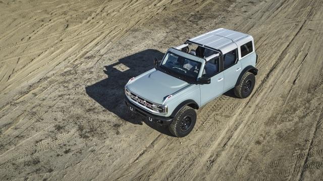 Ford Bronco ra mắt, cạnh tranh sát ván Jeep Wrangler - 9