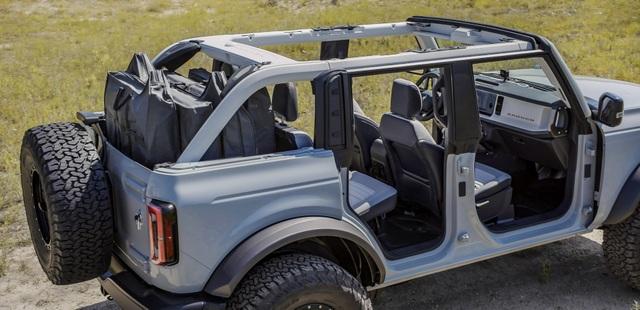 Ford Bronco ra mắt, cạnh tranh sát ván Jeep Wrangler - 2