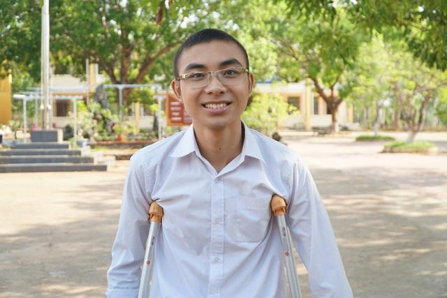 Lê Hiếu Hiển cậu học trò đặc biệt nhất phải tháo 1 chân vì ung thư xương - 2