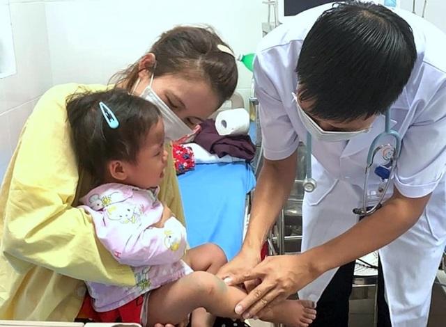 Hơn 10.000 trẻ mắc tay chân miệng, Bộ Y tế gửi công văn khẩn - 1