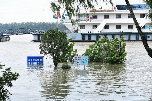 Trung Quốc chật vật ứng phó lũ lụt tồi tệ nhất trong hơn 30 năm - 8