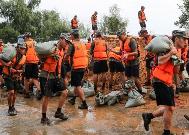 Trung Quốc chật vật ứng phó lũ lụt tồi tệ nhất trong hơn 30 năm - 5