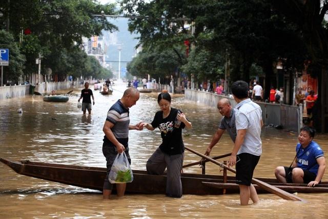 Trung Quốc chật vật ứng phó lũ lụt tồi tệ nhất trong hơn 30 năm - 11