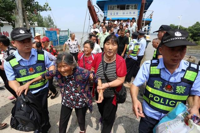 Trung Quốc chật vật ứng phó lũ lụt tồi tệ nhất trong hơn 30 năm - 12