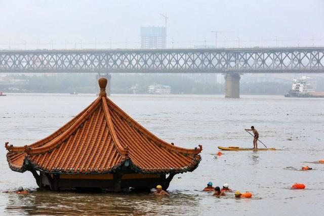 Trung Quốc chật vật ứng phó lũ lụt tồi tệ nhất trong hơn 30 năm - 9