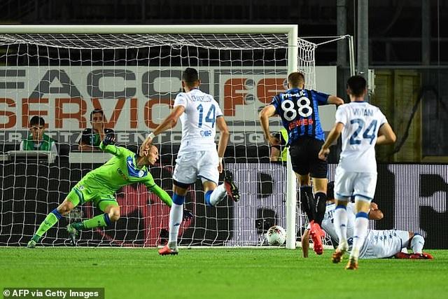 Lập kỳ tích ở Serie A, Atalanta bám đuổi Juventus - 1